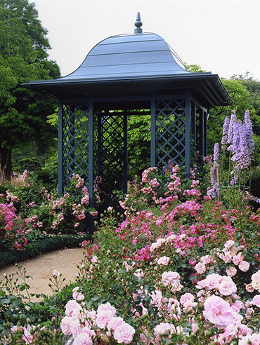 Gartenpavillon Wallingford aus Metall im Rosarium