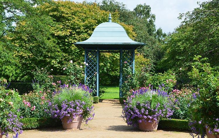 Gartenpavillon als Blickfang im Arboretum Ellerhoop