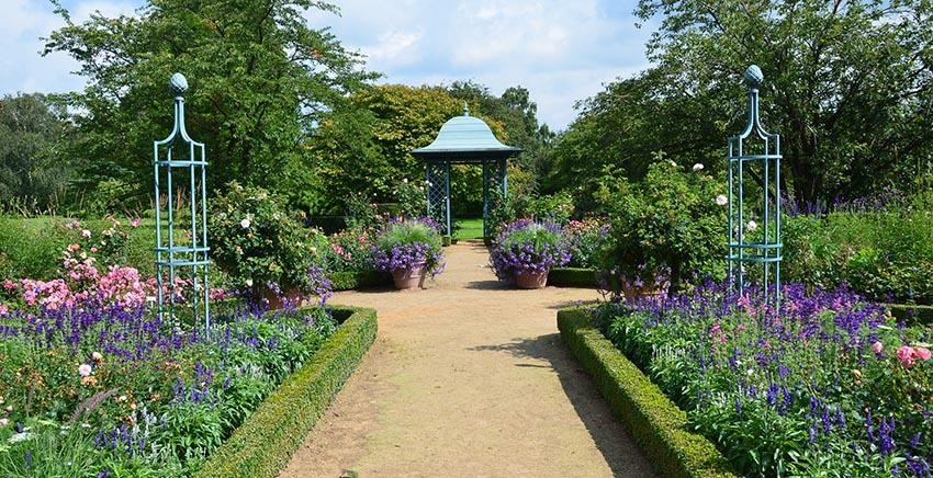 Rankpavillon Wallingford als Mittelpunkt des Blauen Garten