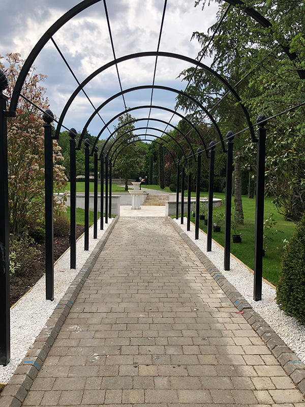 Romantischer-Laubengang-aus-Metall-Modell-St-Albans-Von-Classic-Garden-Elements-Verzinkt-Höchste-Qualität-10-Jahre-Garantie-auf-Rost-Auch-Fertigung-auf-Maß-5