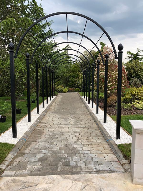 Romantischer-Laubengang-aus-Metall-Modell-St-Albans-Von-Classic-Garden-Elements-Verzinkt-Höchste-Qualität-10-Jahre-Garantie-auf-Rost-Auch-Fertigung-auf-Maß-6