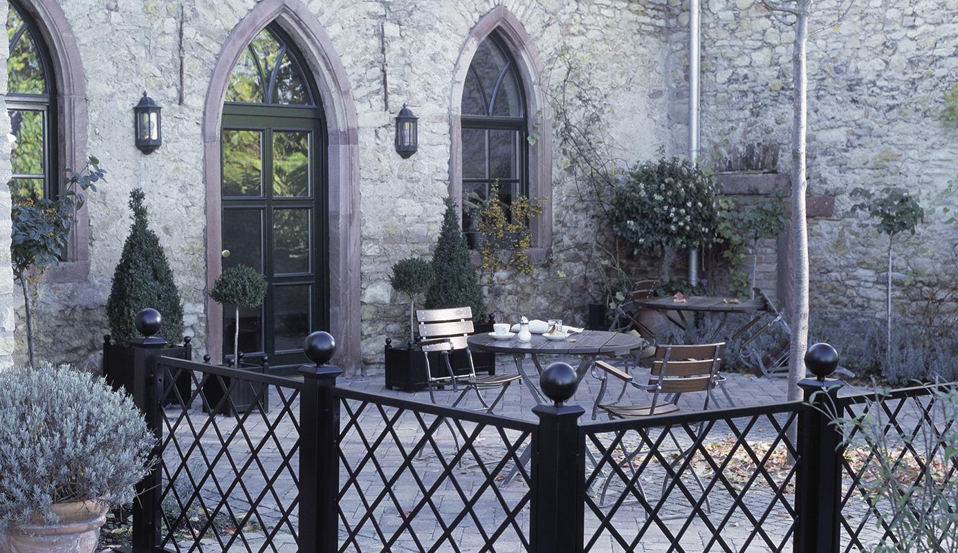 Pflanzkübel Versailles auf Terrasse