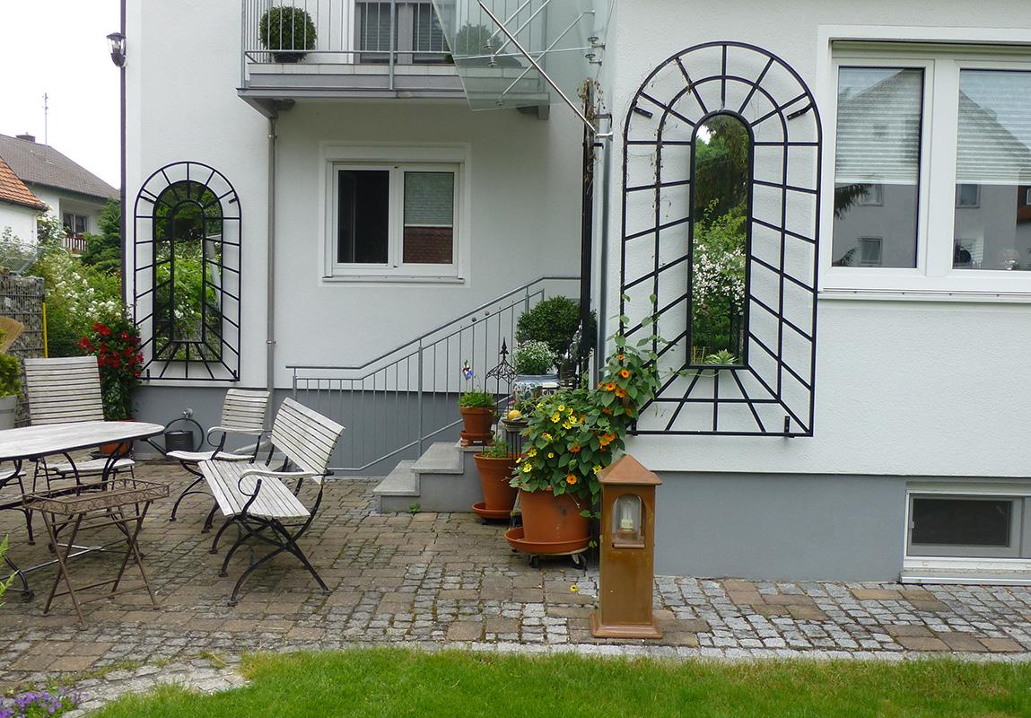 scheinperspektivisches wandgitter mit spiegel classic. Black Bedroom Furniture Sets. Home Design Ideas
