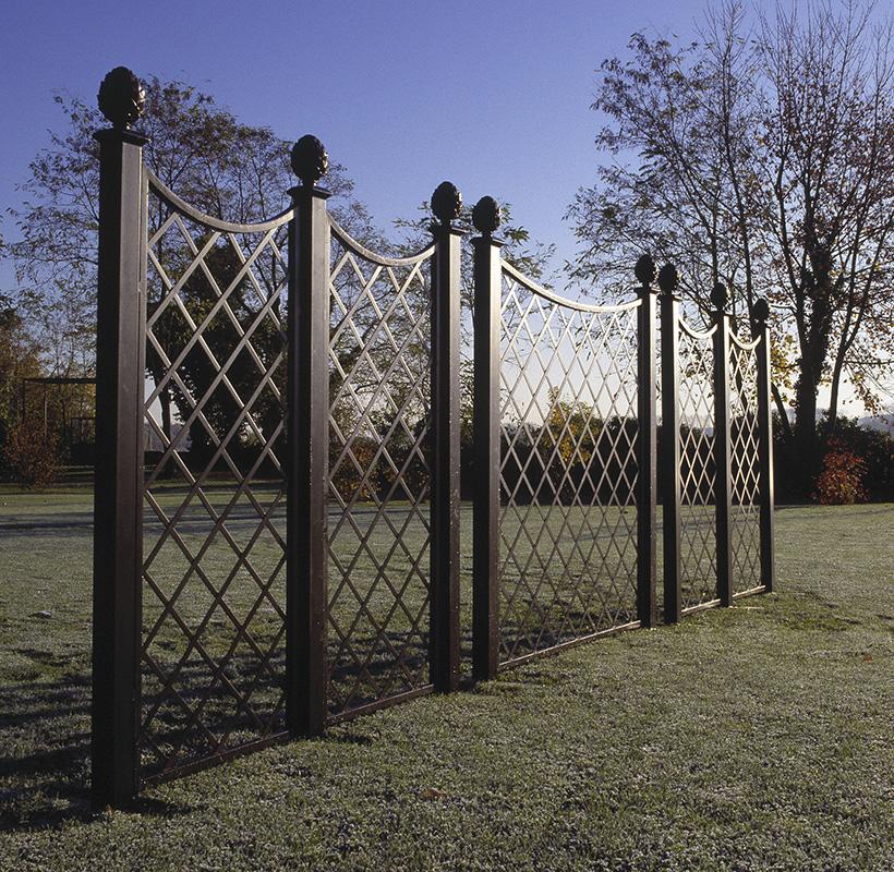 Trenngitter Paravent im Park als Sichtschutz