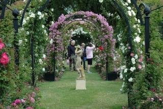 Romanischer Rosenbogen aus Metall. Modell Portofino. Von Classic Garden Elements Verzinkt