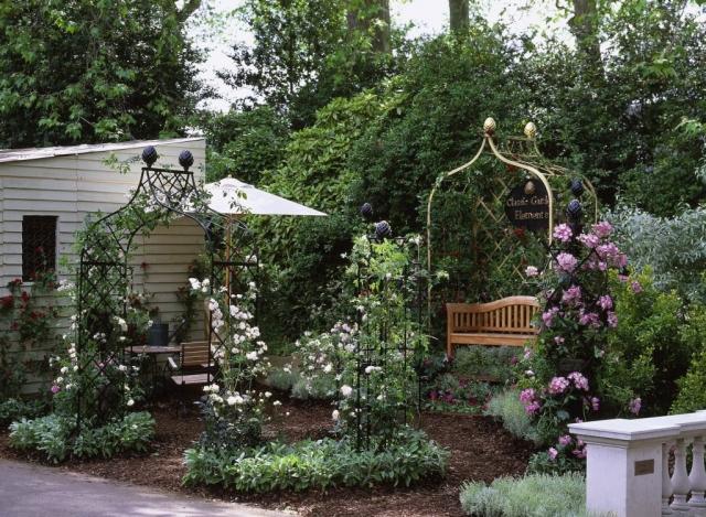 Chelsean Flower Show goldener Metall Rosenbogen