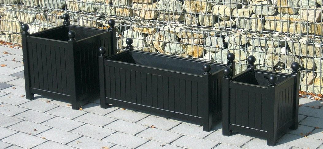 Drei verschiedene schwarze Metall Pflanzkübel Größen