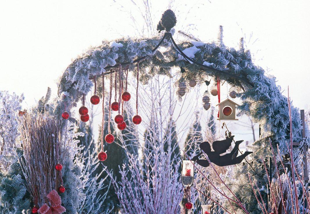 Rosenbogen aus Metall Weihnachtlich geschmückt