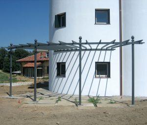 Metall Pergola hochwertig an rundem Turm