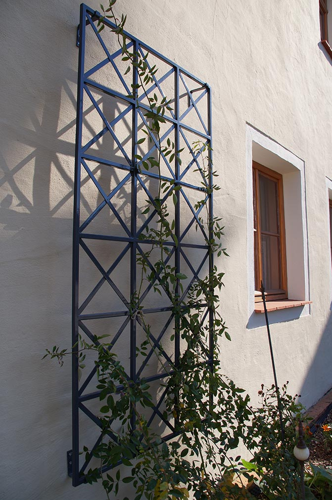 Metall-Rankgitter-Ravenna-in-ost-roemischen-Design