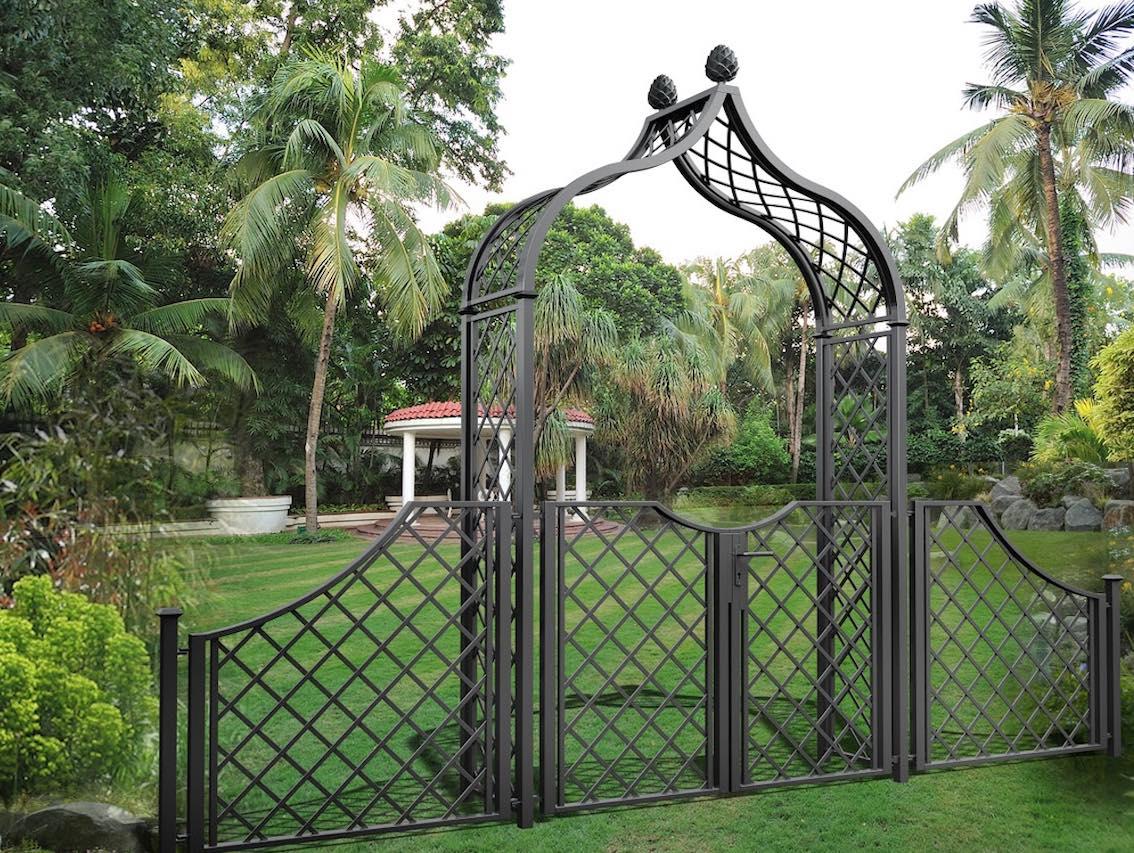 Metall Rosenbogen mit zweiflügeliger Türe zum Garteneingang