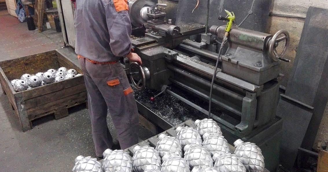 Pinienzapfen Herstellung aus Metall