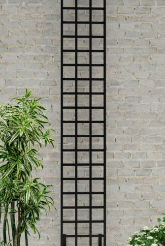 Schmales-Metall-Rankgitter-im-Bauhaus-Design