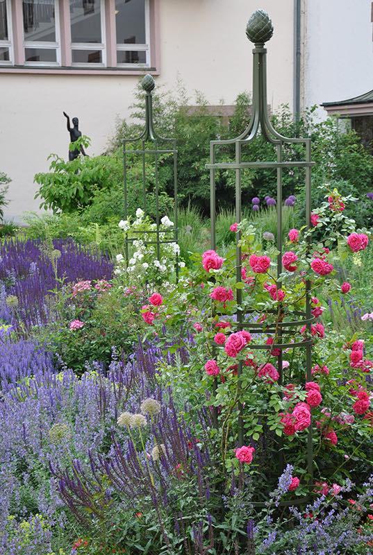 obelisk-im-wormser-rathausgarten