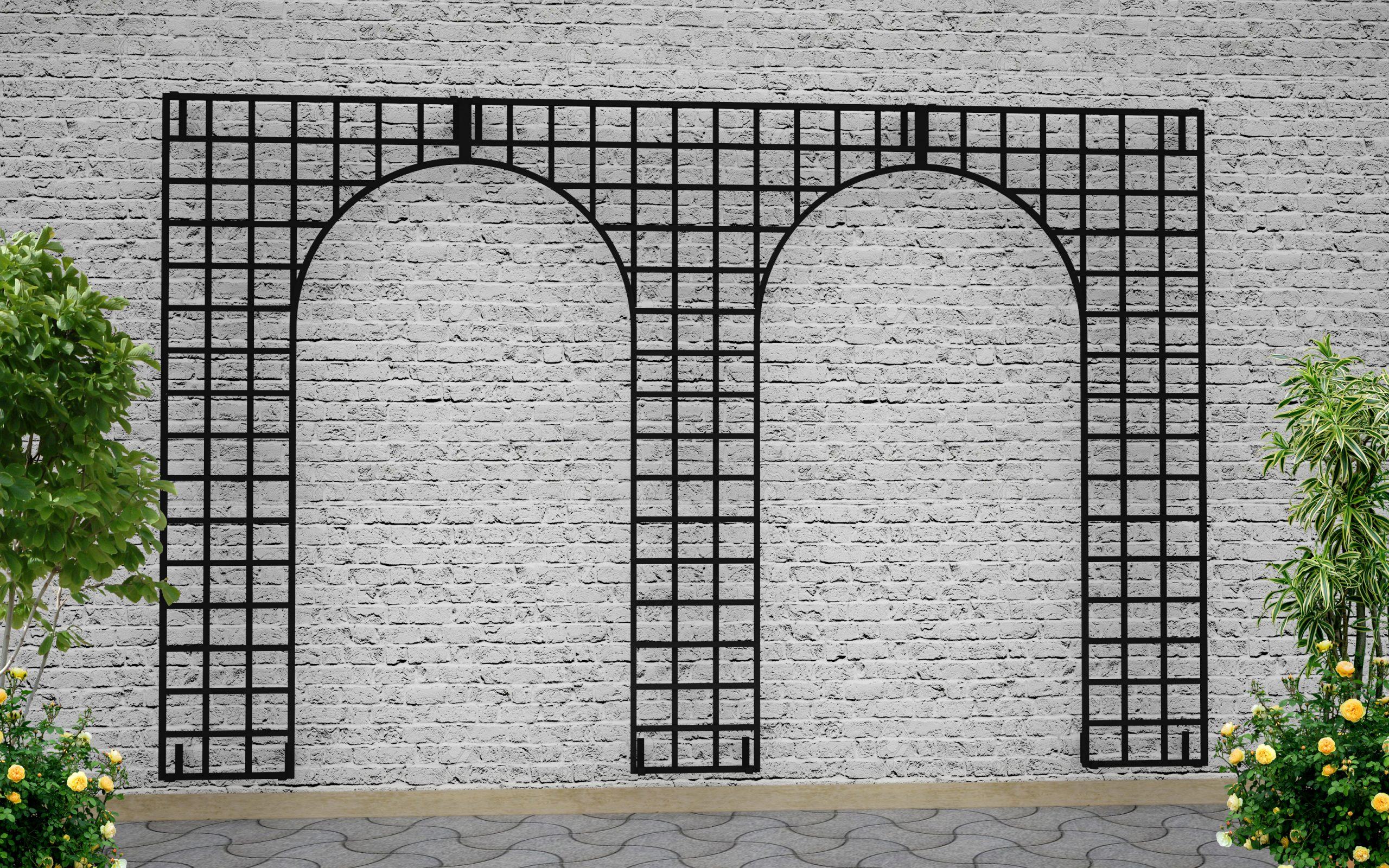Eastnor Castle - Doppel Bogen Metall Wandgitter an moderner Fassade