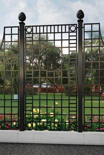 Herrschaftlicher Kunstschmiede Zaun in idyllischem Park