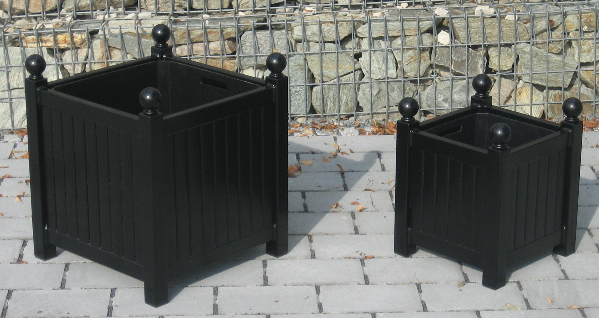 Kleiner Versailler Pflanzkübel im Vergleich zum Großen Versailler Pflanzkübel