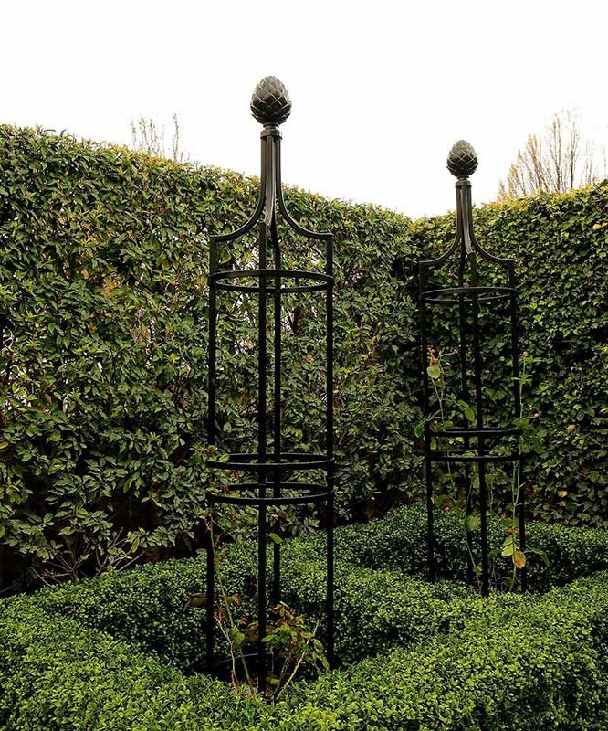 Mehrere Garten Obelisk I in formalem Garten (3)