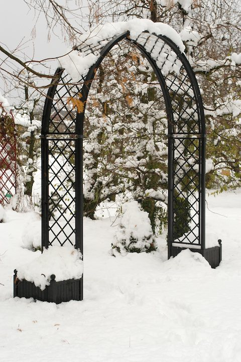 Metall Rosenbogen Portofino mit Pflanzkübel im Winter