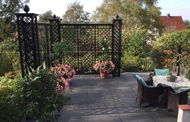 Repäsentativer Kunstschmiede Zaun als Sichtschutz für Terrasse