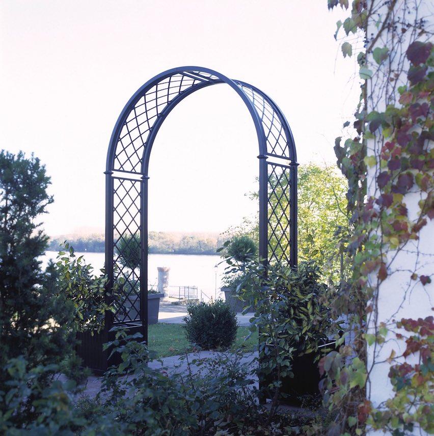 Runder Metall Rosenbogen mit Pflanzkübel 265 cm hoch