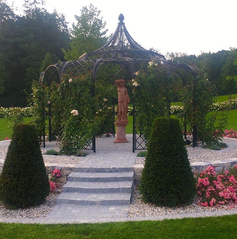 achteckiger rosenpavillon aus metall mit 5 meter durchmesser. Black Bedroom Furniture Sets. Home Design Ideas