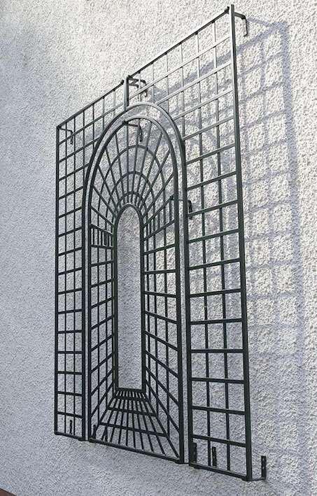 Seitliche-Aufnahme-des-Kunstschmiede-Wandgitter Metall