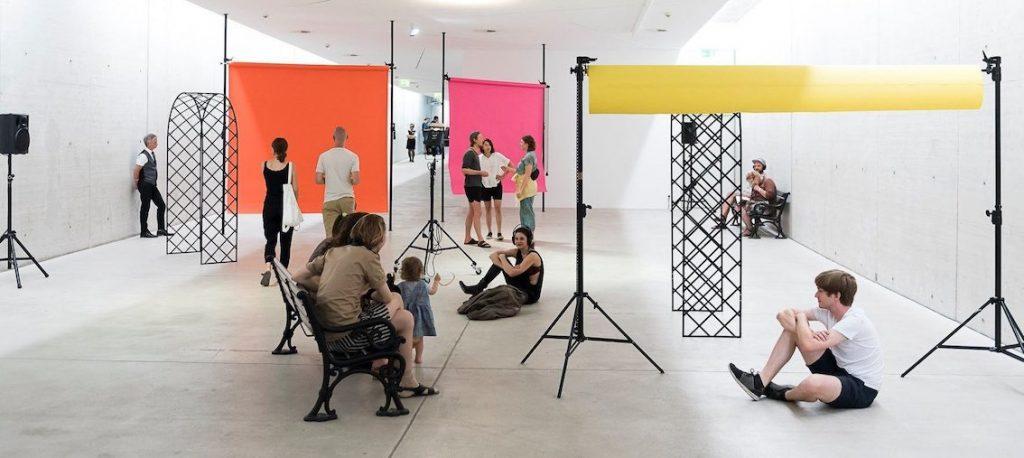 Installation KIT - Kunst im Tunnel Düsseldorf1 mit Rosenbögen