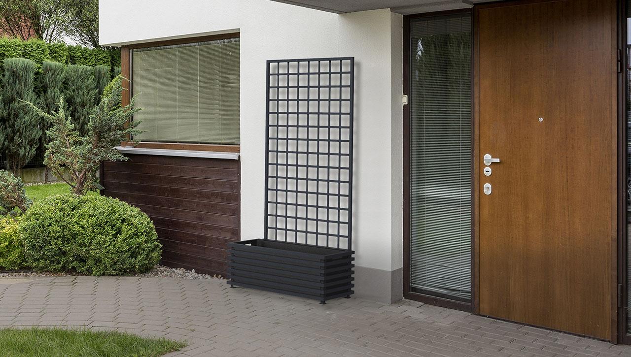 Modernistischer Metall Pflanzkübel 'IBIZA' am Hauseingang
